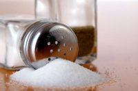 Розлади від надмірного споживання солі проявляються у вигляді різних недуг