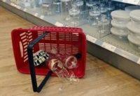 Варто знати: хто відшкодовує випадково розбитий товар у магазині?